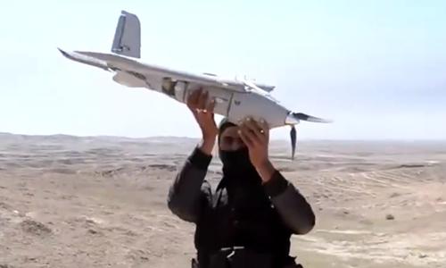 Một máy bay không người lái được cho là của Nhà nước Hồi giáo bị phiến quân Sarya Ansar al Al qaeda ở Libya bắt được. Ảnh: RT