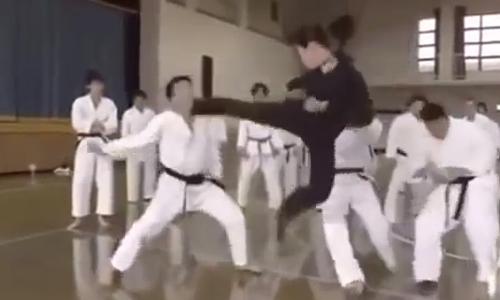 nguoi-dep-tung-cuoc-ha-hang-chuc-nam-vo-si-tren-san-dau