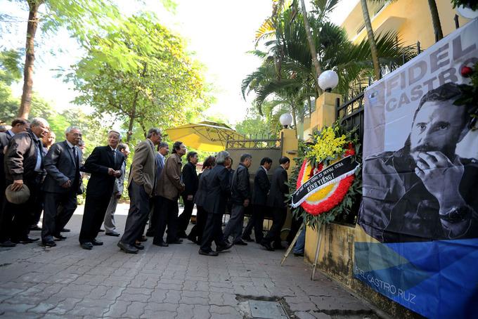 Người Việt Nam viếng cựu chủ tịch Cuba Fidel Castro