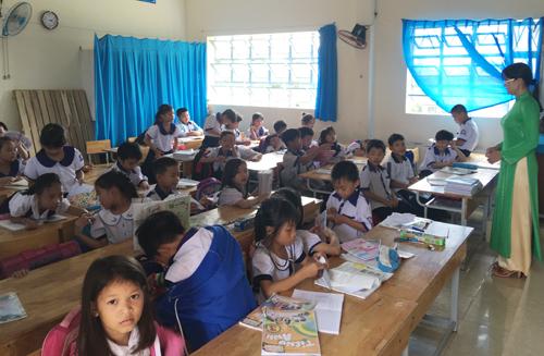 Hồi đầu năm học, nhiều học sinh lớp 3 ở trường Tiểu học Lê Hồng Phong, TP Sóc Trăng cũng bị phát hiện chưa đọc, viết thành thạo. Ảnh: Phúc Hưng