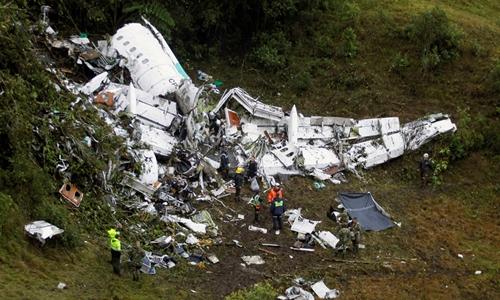 Phi cơ Avro RJ85 vỡ nát tại hiện trường gần thành phố