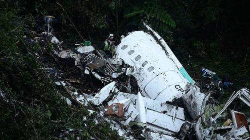 Hiện trường máy bay rơi ở Colombia. Ảnh: AFP