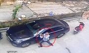 Tên trộm bẻ hai gương xe Mercedes C200 ở Hà Nội