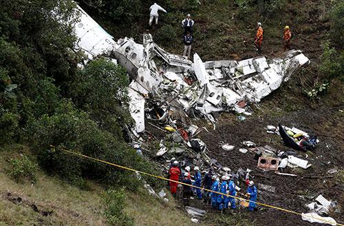 Hiện trường tai nạn máy baygần thành phố Medellin, Colombia. Ảnh: Reuters