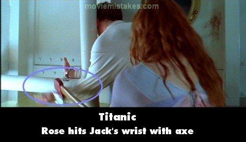 Thay vì chặt chiếc khóa tay, Rose đã quá luống cuống đến mức chặt thẳng vào tay người tình. Thật may mắn là chàng Jack có bộ xương thật chắc khỏe.