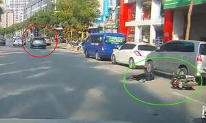 Ôtô tông ngã đau đớn người đi xe máy rồi bỏ chạy