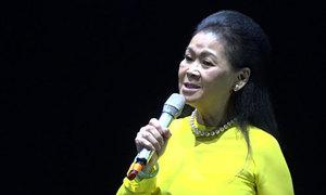 Khánh Ly hát 'Tuổi đá buồn'