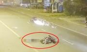 Quái xế tông xe máy qua đường toé lửa, một người chết