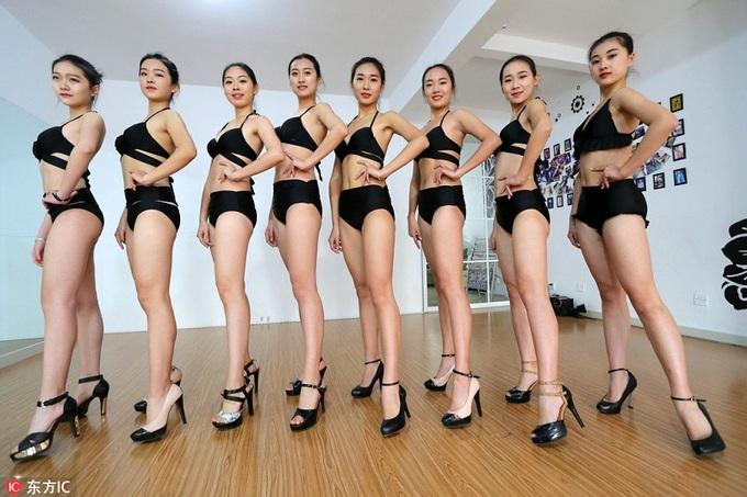 Nữ sinh Trung Quốc tập luyện cho kỳ thi vào trường nghệ thuật