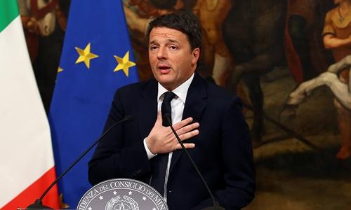 Thủ tướng Italy Matteo Renzi phát biểu trong cuộc họp báo tại cung Chigi, Rome, Italy, ngày 5/12. Ảnh: Reuters.