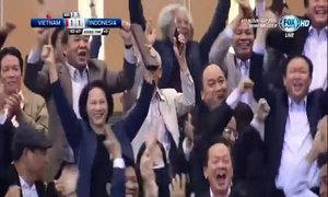 Thủ tướng và Chủ tịch Quốc hội cổ vũ bóng đá nồng nhiệt