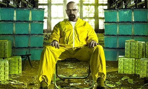 Nhân vật Walter White, giáo viên hóa học quyết định sản xuất, buôn bán ma túy trong phim truyền hình ăn khách ở Mỹ. Ảnh: Shanghaiist.