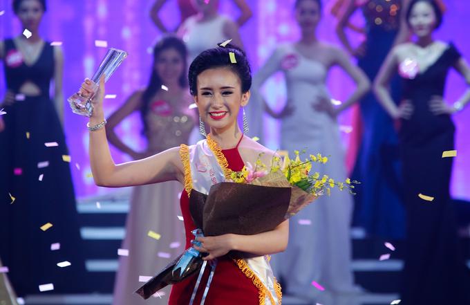 Cô gái 19 tuổi đăng quang Nữ sinh viên Việt Nam duyên dáng 2016