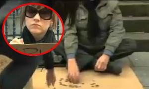 Video 'cô gái đổi dòng chữ giúp ông già mù xin được nhiều tiền' hot trong ngày