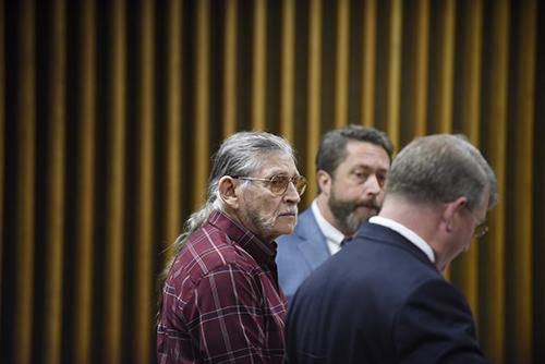 James Franklin McGraw (áo kẻ) tại tòa án hôm qua. Ảnh:Washington Post)