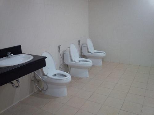 Nhà vệ sinh của những người hướng ngoại.
