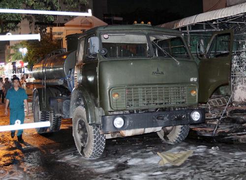 hon-40-xe-bi-thieu-rui-trong-vu-chay-cay-xang-o-sai-gon-1