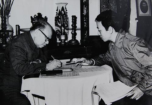 ong-phan-dien-da-co-su-chu-quan-kieu-ngao-cong-san-sau-chien-thang-1975-1