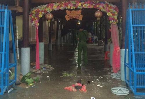 Công an Bình Thuận khám nghiệm hiện trường vụ án mạng. Ảnh: Hải Hà