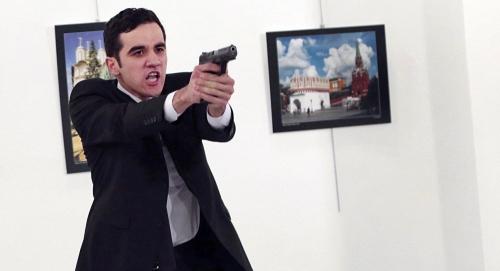 Hung thủ ám sát đại sứ Nga ở Thổ Nhĩ Kỳ. Ảnh: AP