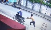 Tên cướp bị mất xe máy khi đi giật dây chuyền vàng