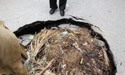 Hố tử thần rình rập người đi đường ở Hà Nội