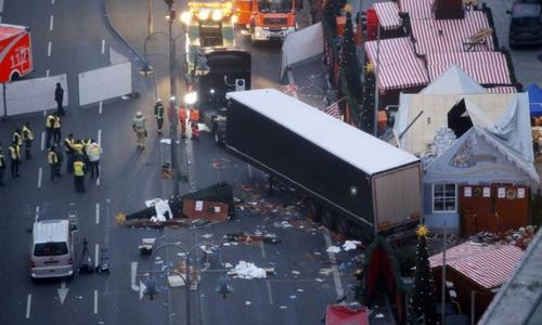 Hiện trường vụ lao xe ở Berlin, Đức. Ảnh: Reuters.