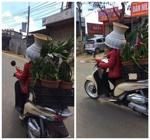 Mũ bảo hiểm chất liệu bình hoa sứ.