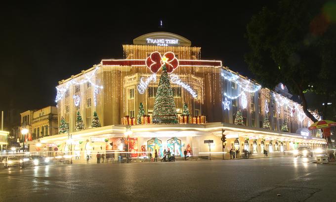 Phố phường Hà Nội đa sắc màu trước Giáng sinh
