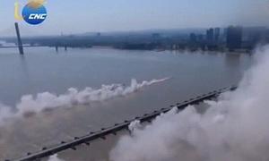 Trung Quốc xây cầu phao dài hơn 1.000 m trong 27 phút