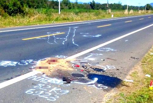 Hiện trường vụ tai nạn khiến hai thanh niên tử vong. Ảnh: Nhật Hạ
