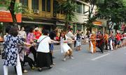 Hà Nội khuyến cáo người dân không 'mặc trang phục hở hang, phản cảm'