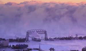 Bức tường sương giá dâng cuồn cuộn như cảnh tận thế ở Mỹ