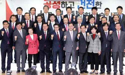 Nhóm nghị sĩ đảng Saenuri tách ra lập đảng mới. Ảnh: Reuters.