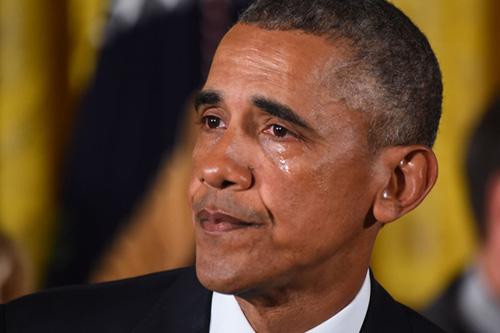 Obama thừa nhận đã rớt nước mắt trong bữa tiệc chia tay các nhân viên cấp cao. Ảnh: AFP