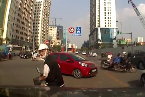video-co-giao-mam-non-da-lien-tiep-vao-nguoi-2-be-gai-vi-mua-sai-nong-tren-mxh-2