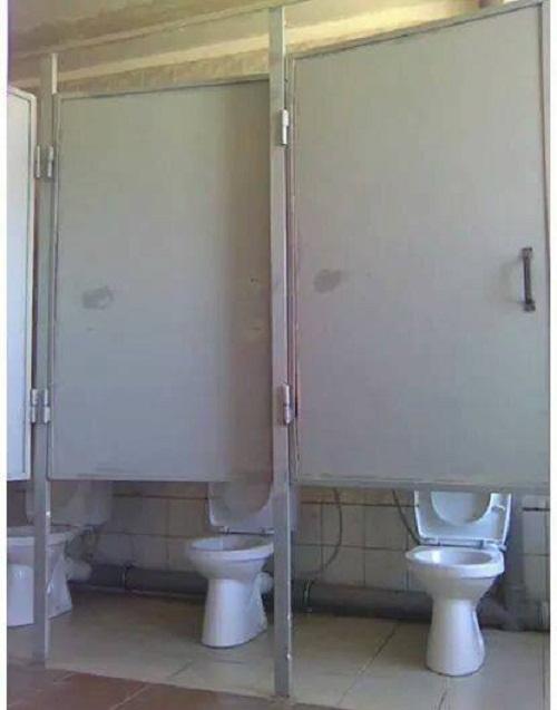 Nhà vệ sinh kín đáo.