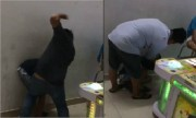 Hai người bạo hành thiếu niên trong tiệm game bắn cá