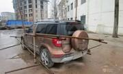 Công nhân Trung Quốc trói xe hơi của sếp đòi thưởng Tết nóng trên mạng XH