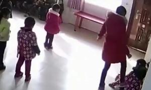 Cô giáo Trung Quốc bị sa thải sau khi tát trẻ mầm non vì không thuộc bài