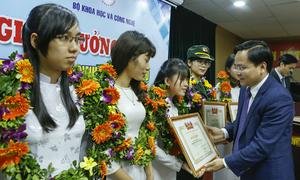 Đại học FPT giành hai giải 'Nữ sinh Công nghệ thông tin tiêu biểu'