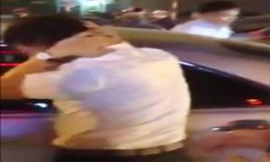 Tài xế ôtô bị đánh hội đồng vì bỏ chạy sau tai nạn