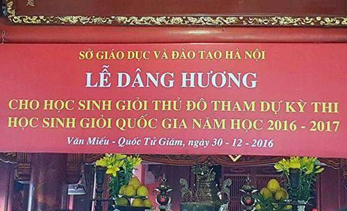 bang-ron-dang-huong-cho-hoc-sinh-gioi-o-van-mieu-quoc-tu-giam