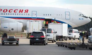 Máy bay chở 35 nhà ngoại giao Nga bị trục xuất rời Mỹ