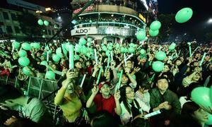 Khách Tây: 'Người Việt ra đường chơi Tết đông vui hơn ở nước tôi'