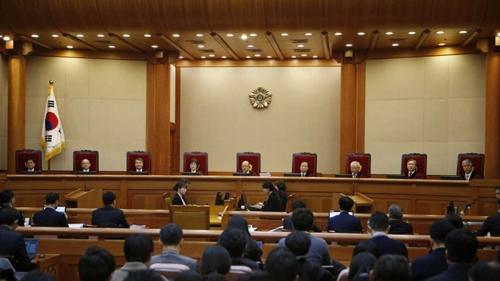 Phiên biện hộ đầu tiên diễn ra sáng nay, với sự tham gia của 9 thẩm phán. Ảnh: AP