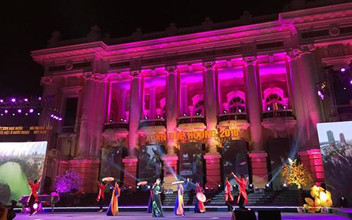 Chương trìnhXuân Quê hương 2016:Linh thiêng Hà Nội diễn ra tại Quảng trường Cách mạng Tháng tám Hà Nội. Ảnh:Anh Ngọc
