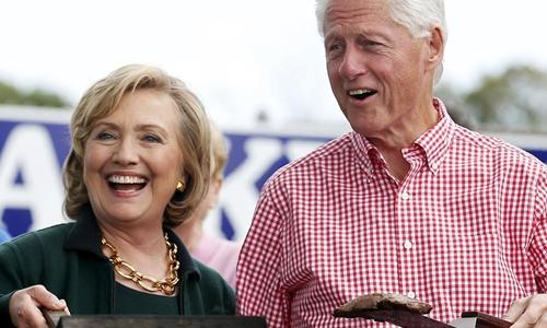 Bà Hillary Clinton cùng chồng, cựu tổng thống Bill Clinton. Ảnh: Reuters.