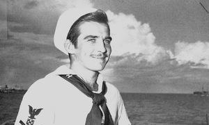 Lính Mỹ sống sót nhờ giả chết dưới đạn súng máy Nhật trong Thế chiến II