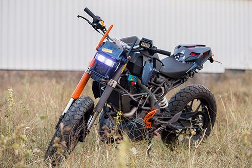 ktm-duke-200-do-phong-cach-robot-2